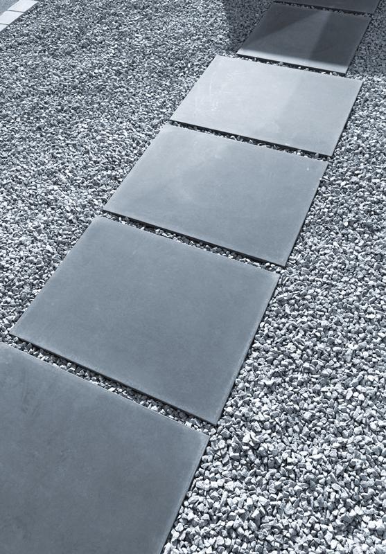 Großformatplatten, Eingangspodest und Tisch in Sichtbeton Anthrazit