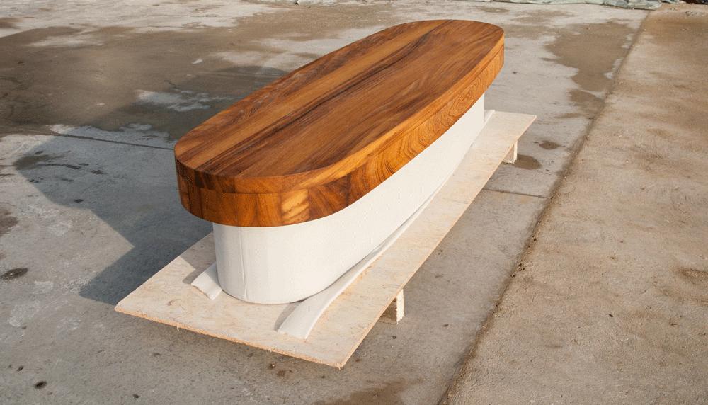 Sonderanfertigung Betonbank, Sichtbeton grau mit Holzauflage