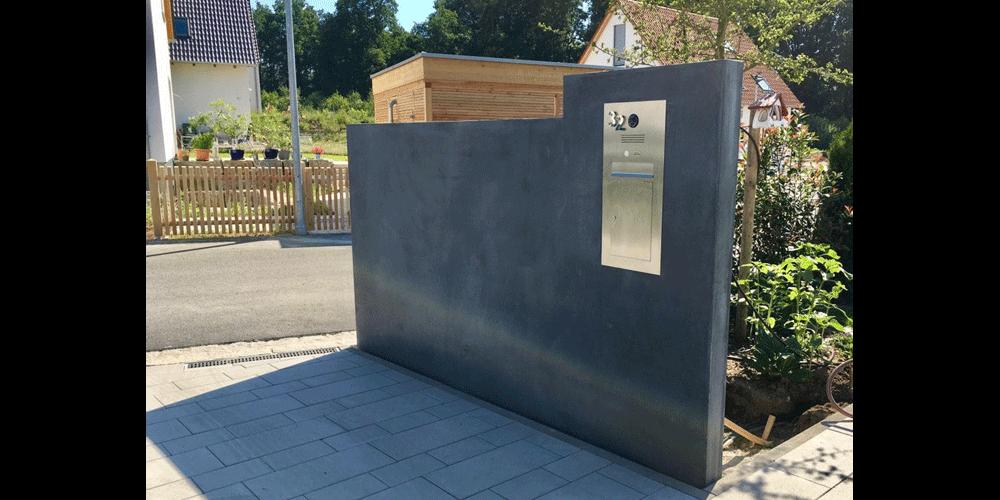 Mauerscheibe Sichtbeton Anthrazit mit Einbau-Briefkasten