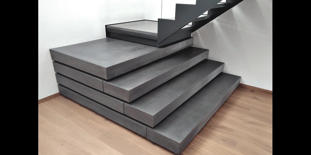 Treppenstufen und Treppenpodest Sichtbeton Anthrazit