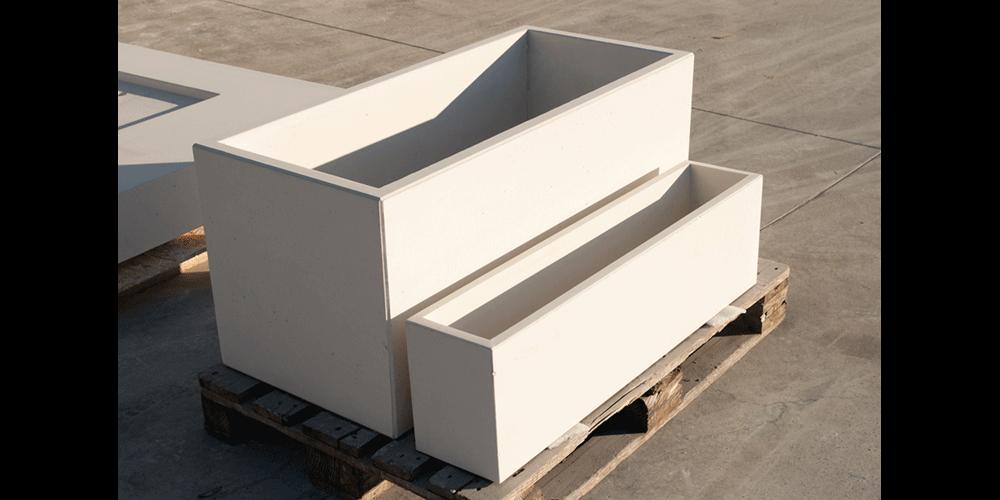 Pflanztrog aus Beton, Farbton weiß, Standardmaße 110x50x50 cm / 100x20x27,5 cm